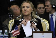 Secretary of State Hillary Clinton attends the 2nd East Asia Summit (EAS) Foreign Ministers' meeting in Phnom Penh July 12, 2012. REUTERS/Samrang Pring