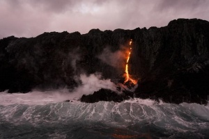 Waves crash over lava as it flows into the ocean near Volcanoes National Park in Kalapana, Hawaii on November 27, 2012.   REUTERS/Hugh Gentry