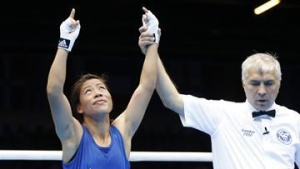 India's Chungneijang Mery Kom Hmangte (L) is declared the winner over Maroua Rahali of Tunisia after their quarterfinal Women's Fly (51kg) boxing match at the London Olympic Games August 6, 2012.  REUTERS/Murad Sezer/Files