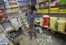 "The owner of a ""Kirana"" or mom-and-pop grocery store prepares packets of spices for display in his shop in Mumbai December 7, 2012. REUTERS/Vivek Prakash/Files"