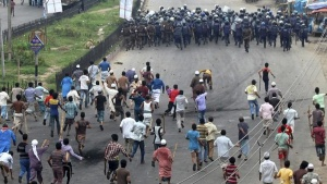 Activists of Hefajat-e Islam chase police officers during a clash in Narayanganj on May 6, 2013.  REUTERS/Stringer