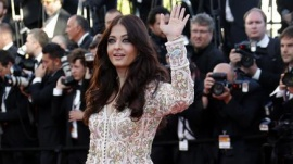 Indian actress Aishwarya Rai poses on the red carpet as she arrives for the screening of the film &quot;Blood Ties&quot; during the 66th Cannes Film Festival in Cannes May 20, 2013. REUTERS/Eric Gaillard