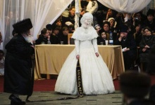 Ultra-Orthodox Jewish bride Hannah Batya Penet dances with her relative during a wedding ceremony in Jerusalem, early morning May 22, 2013.  REUTERS/Ronen Zvulun