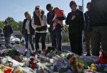 People view flowers left outside an army barracks near the scene of a killing in Woolwich, southeast London May 23, 2013.REUTERS/Luke MacGregor