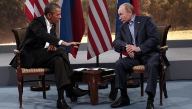 U.S. President Barack Obama (L) meets with Russian President Vladimir Putin during the G8 Summit at Lough Erne in Enniskillen,  Northern Ireland June 17, 2013.   REUTERS/Kevin Lamarque   (NORTHERN IRELAND - Tags: POLITICS)