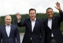Russian President Vladimir Putin (L), British Prime Minister David Cameron (C) and President Barack Obama take part in a group photo for the G8 Summit in Enniskillen, Northern Ireland June 18, 2013. REUTERS/Kevin Lamarque