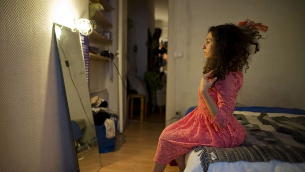 Susanna Dimitri brushes her hair at her apartment in Paris May 24, 2013. Dimitri, 29, works in Paris as a teacher, model and part-time performing artist (Intermittent du spectacle) in France. REUTERS/Gonzalo Fuentes