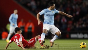 Manchester City's Sergio Aguero (R) challenges Southampton's Jack Cork during their English Premier League soccer match at St Mary's stadium in Southampton, southern England December 7, 2013.    REUTERS/Stefan Wermuth