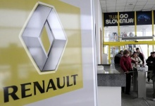 Workers leave the Revoz factory that produces cars for Renault in Novo Mesto March 24, 2009. REUTERS/Srdjan Zivulovic/Files