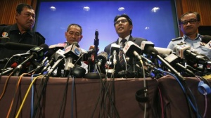 Malaysian Airlines Chief Executive Officer Ahmad Jauhari Yahya (2nd L) and Department of Civil Aviation (DCA) Director General Datuk Azharuddin Abdul Rahman (2nd R) speak at a news conference at the Kuala Lumpur International Airport in Sepang March 10, 2014. REUTERS/Edgar Su
