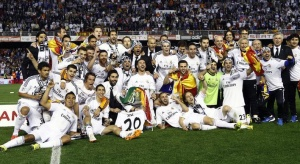 Real Madrid players celebrate with the trophy after winning the King's Cup final soccer match against Barcelona at Mestalla stadium in Valencia April 16, 2014. REUTERS/Stringer