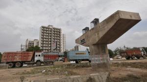 Vehicles travel past a Delhi-Jaipur national highway flyover under construction at Manesar in Haryana, July 24, 2014. REUTERS/Adnan Abidi