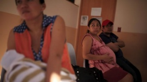 A pregnant woman waits to be attended to at the Women's National Hospital in San Salvador, El Salvador January 29, 2016. REUTERS/Jose Cabezas