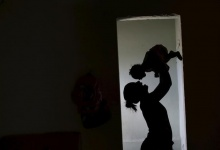 Rosana Vieira Alves holds her 4-month-old daughter Luana Vieira, who was born with microcephaly, at their house in Olinda, Brazil, February 3, 2016.  REUTERS/Ueslei Marcelino