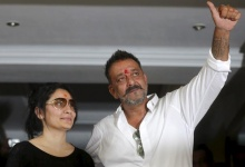 Bollywood actor Sanjay Dutt (R) gestures to his fans as his wife Manyata looks on at his residence after he was released from a prison, in Mumbai, India, February 25, 2016. REUTERS/Shailesh Andrade