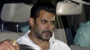 Bollywood actor Salman Khan sits in a car as he leaves a court in Mumbai, May 6, 2015. REUTERS/Shailesh Andrade/Files