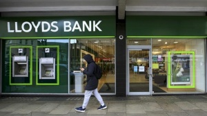 A man walks past a Lloyds Bank branch in London, Britain in this February 25, 2016 file photo. REUTERS/Paul Hackett/Files