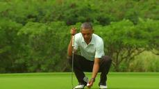 Obama enjoys a round of golf on Christmas Eve