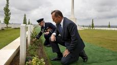Abbott says no welcome for Aussie militants