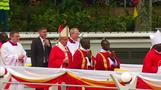 Pope blesses sick, celebrates Mass in Uganda