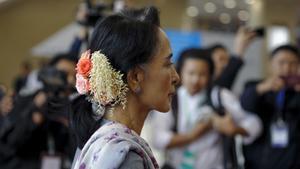 Suu Kyi casts wide net in Myanmar peace talks