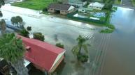 Floods strand hundreds in Australia