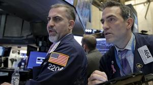 S&P 500 dips in wake of Fed minutes