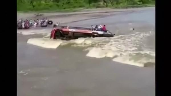 Bus overturns in swollen Peruvian river