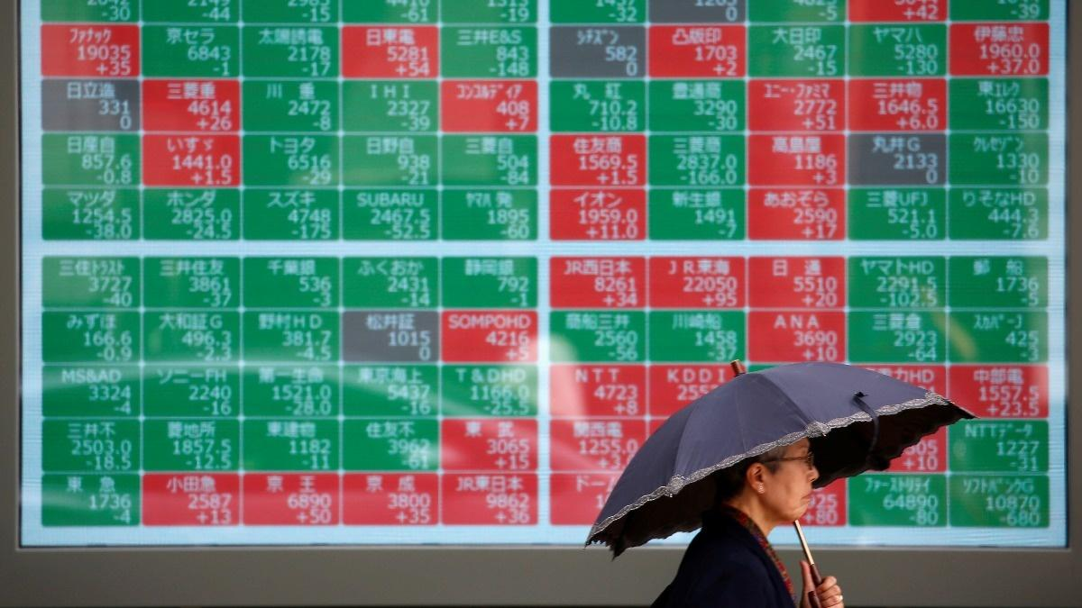 Stocks shy of record highs, trade fears mount