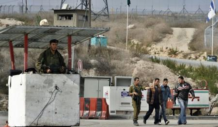 An Israeli soldier guards a concrete structure at a checkpoint straddling the line where the West Bank ends and the Israel begins, on Highway 443 near Maccabim, December 13, 2006. Not many people travel to or from Gaza these days. Israel does not allow its citizens to enter or many of the 1.4 million Palestinians who live there to leave the coastal strip, citing security risks. To match WITNESS-EREZ/ REUTERS/Gil Cohen Magen (WEST BANK)