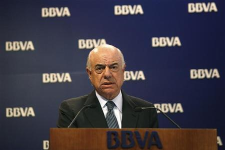 BBVA Chairman Francisco Gonzalez at a news conference at the company's headquarters in Madrid, January 31, 2007. BBVA has agreed to buy U.S. bank Compass Bancshares Inc. for $9.6 billion, the Spanish bank said on Friday, realizing a long-held ambition to gain a firm footing in the United States. REUTERS/Sergio Perez