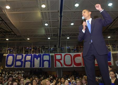 U.S. Democratic presidential candidate Senator Barack Obama (D-IL) speaks to the crowd at the Cuyahoga Community College-Eastern Campus in Highland Hills, Ohio, February 26, 2007. REUTERS/Ron Kuntz