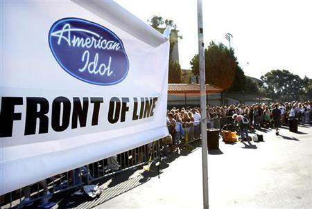 Contestants line up to audition for the television show ''American Idol'' at the Rose Bowl in Pasadena August 8, 2006. A new sex scandal has hit ''American Idol,'' U.S. TV's most popular program --- but it all could be over on Thursday night if a contestant purportedly shown in some X-rated Internet photos is voted off the show. REUTERS/Mario Anzuoni