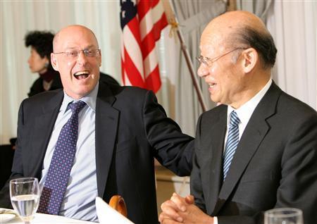 U.S. Treasury Secretary Henry Paulson (L) talks with Tokyo Stock Exchange President Taizo Nishimuro at a luncheon with Japanese financial leaders in Tokyo March 6, 2007. REUTERS/Toshiyuki Aizawa