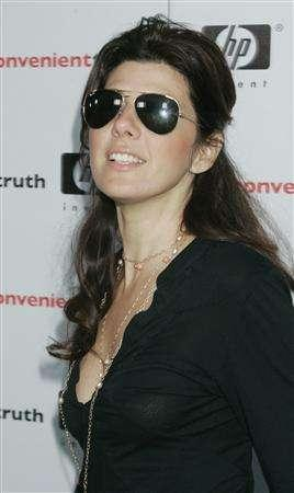Actress Marisa Tomei arrives as a guest at the Los Angeles premiere of the documentary film ''An Inconvenient Truth' in Los Angeles May 16, 2006 file photo. Tomei will play the title role in CBS' comedy pilot ''The Rich Inner Life of Penelope Cloud.'' REUTERS/Fred Prouser