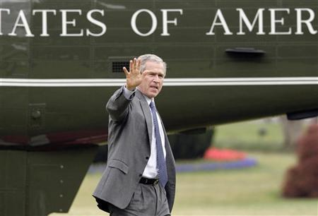 U.S. President George W. Bush waves as he walks past the Marine One helicopter on the South Lawn of the White House upon return to Washington April 19, 2007. The Vermont state senate passed a symbolic resolution on Friday calling on the U.S. Congress to impeach Bush and Vice President Dick Cheney over their handling of the unpopular Iraq war. REUTERS/Yuri Gripas