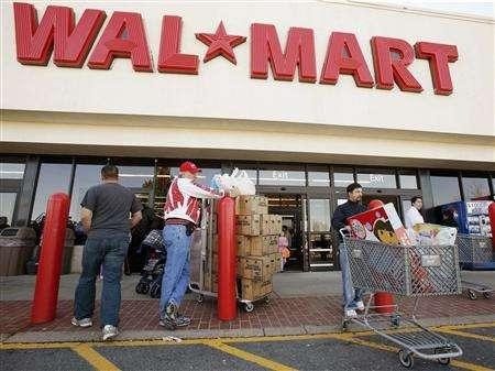 Shoppers rush to get some early Christmas holiday shopping in, the day after Thanksgiving, at a Wal Mart in Fairfax, Virginia in this November 24, 2006 file photo. A year ago, a Wal-Mart shopper buying a three-pack of romaine lettuce hearts wound up purchasing organic, and it wasn't because the organic trend had convinced shoppers to cast aside conventional lettuce. REUTERS/Larry Downing
