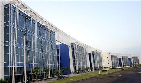 A view of an IT park in Chandigarh on September 17, 2006. While Bangalore continues to host the bulk of India's IT business and is home to more than 1,500 top firms, poor roads and traffic woes are now pushing IT firms to look beyond Bangalore -- to newer cities like Chandigarh, hundreds of miles north. REUTERS/Ajay Verma