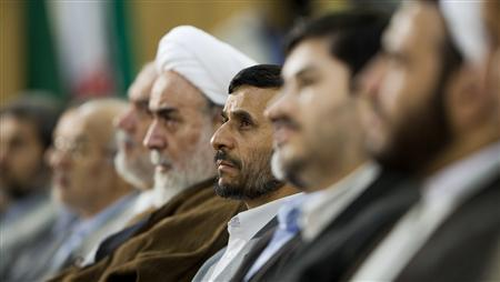 Iranian President Mahmoud Ahmadinejad (C) attends the opening ceremony of the Tehran International Book Fair 2007 at the Imam Khomeini Grand Mosque in central Tehran May 1, 2007. REUTERS/Morteza Nikoubazl