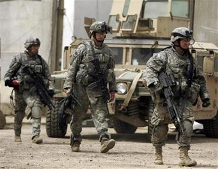 U.S. soldiers walk inside a provisional military base as they leave to patrol the town of Tarmiyah, May 10, 2007. REUTERS/Eduardo Munoz