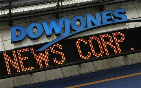 The Dow Jones news ticker in New York's Times Square displays part of the headline on News Corp.'s bid to buy the Dow Jones Company, May 1, 2007. The Bancroft Family, which controls 64 percent of Dow Jones & Co.'s <DJ.N> voting power, said in a preliminary statement that it would meet with Rupert Murdoch's News Corp. <NWSa.N> to discuss its $5 billion bid for the company, The Wall Street Journal reported on Thursday. REUTERS/Brendan Mcdermid