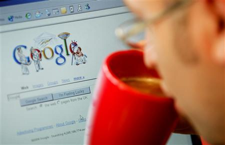 An internet surfer views the Google home page at a cafe in London in this August 13, 2004 file photo. Google Inc. is scaling back how long it keeps personally identifiable data accumulated from its Web users, seeking to mollify a European Union watchdog that has questioned its privacy policies. REUTERS/Stephen Hird/Files