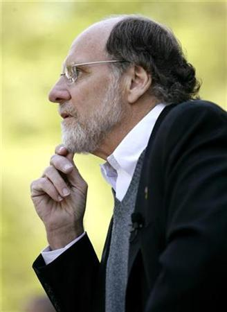 New Jersey Governor Jon Corzine listens during a news conference in front of Drumthwacket, the Governor's residence, in Princeton, New Jersey, in this file photo from May 7, 2007. Corzine signed the law making New Jersey the latest state to bypass the administration of U.S. President George W. Bush by setting mandatory regulations fighting emissions of gasses scientists link to global warming. REUTERS/Jeff Zelevansky