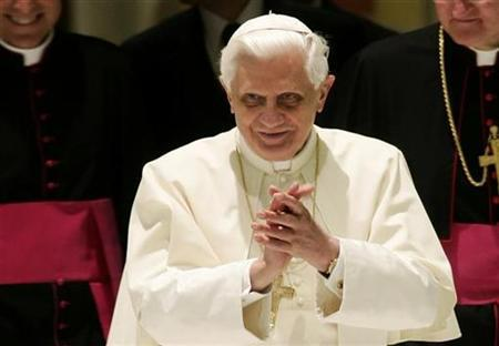 Pope Benedict XVI arrives to lead a special audience in Paul VI hall at the Vatican June 30, 2007. Pope Benedict, in a decree issued on Saturday, authorized wider use of the old Latin Mass and told the world's 1.1 billion Roman Catholics that his nod to Church traditionalists was nothing to be afraid of. REUTERS/Tony Gentile