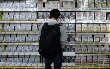 7月8日、ビデオゲームソフトの世界最大手米エレクトロニック・アーツ(EA)のCEO、ビデオゲームの大半が「退屈」か「複雑過ぎ」との認識示す。写真は東京・秋葉原のビデオゲームソフト販売店で。6月撮影(2007年 ロイター/Toru Hanai)