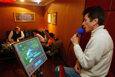 A Chinese man sings at a karaoke club (KTV) in Shanghai, in this file photo from March 1, 2006. North Korea's security agency has ordered the shutdown of karaoke bars and Internet cafes, saying they are a threat to society, a South Korean newspaper reported Wednesday. REUTERS/Aly Song