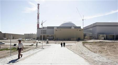 A general view shows the nuclear power plant in Bushehr, south of Tehran, Iran February 26, 2006. Russia has no chance of finishing Iran's first nuclear power station before autumn 2008, a year behind schedule, a Russian subcontractor helping to build the plant told RIA news agency on Wednesday. REUTERS/Raheb Homavandi