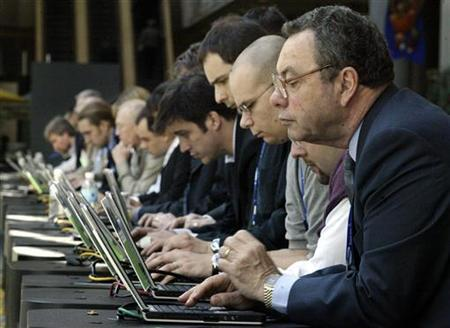 Attendees use wireless computers at a trade show in Atlanta, Georgia March 24, 2004. U.S. spending on Internet video advertising will grow at a fast clip in the next four years to an estimated $4.3 billion as users make Web video a regular habit, research firm eMarketer said on Wednesday. REUTERS/Tami Chappell