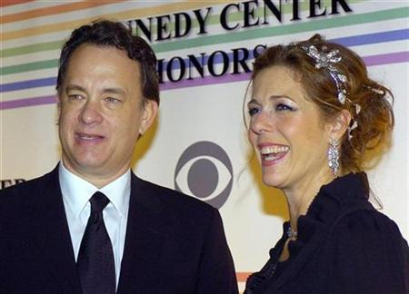 Tom Hanks and his wife Rita Wilson pose for photographers as the arrive at the Kennedy Center for the 29th Annual Gala in Washington December 3, 2006. Hanks and his wife have joined the star and screenwriter of ''My Big Fat Greek Wedding'' in suing a film company behind the 2002 low-budget comedy hit for a share of profits they claim have gone unpaid. REUTERS/Mike Theiler