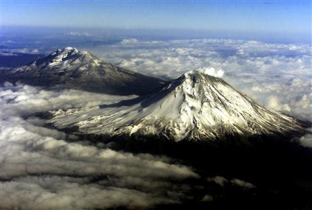A view of Mexico's volcano Popocatepetl (R) and Iztaccihuatl mountain as pictured from an airplane January 11, 2001. Glaciers that crown Mexico's tallest mountains and inspired Aztec legends of lost love and a snake god could disappear within a few decades, with scientists pointing to global warming as a cause of their demise. REUTERS/Daniel Aguilar